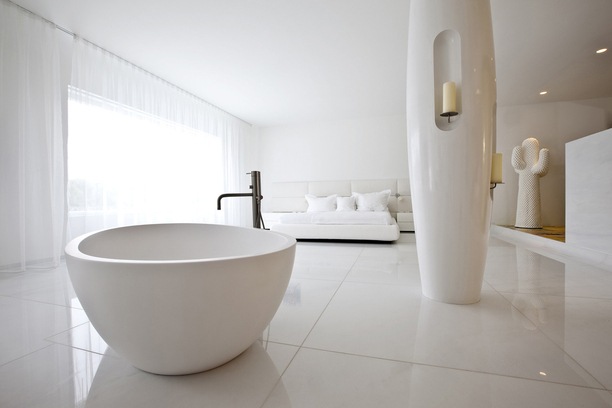 Master bedroom and bathtub dream house for Soaking tub in master bedroom