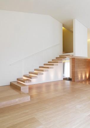 Minimalist Wood Stair