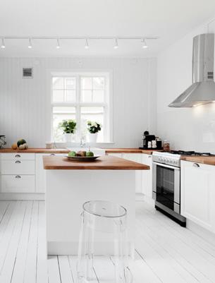 Light Villa Kitchen to Garden
