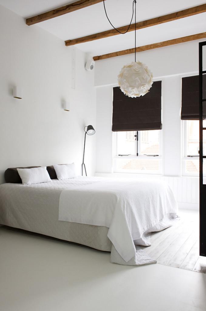 Black and white apartment Interior Stylist by Anouk B ©Marjon Hoogervorst 02