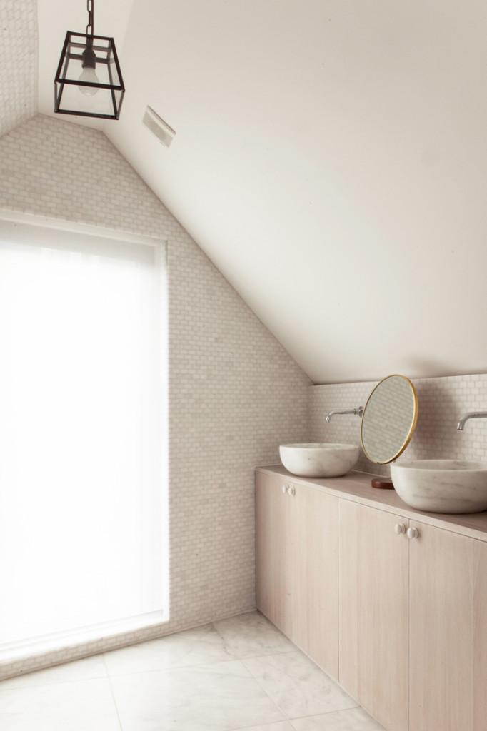 London House Minimalist bathroom