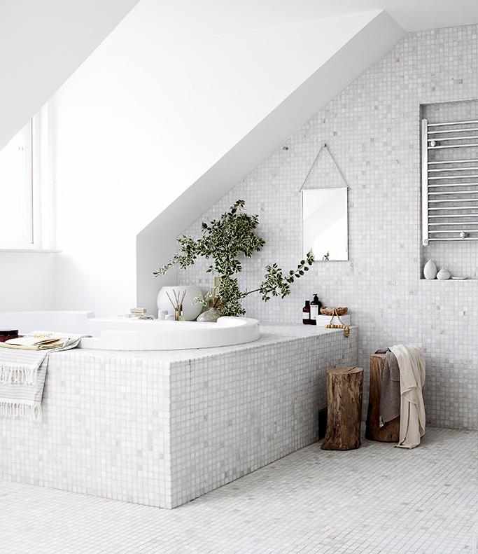 Minimalist Bathroom by Daniella Witte 05