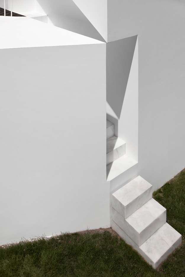House in Alcobaca by Aires Mateus 18