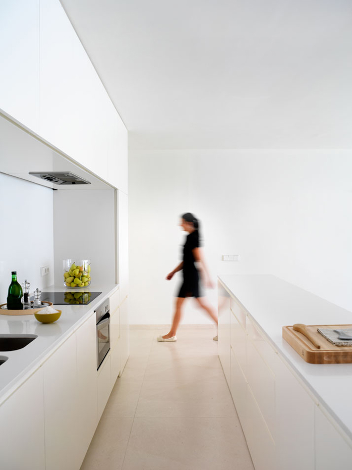 House on the slope of a castle by Fran Silvestre Arquitectos 14