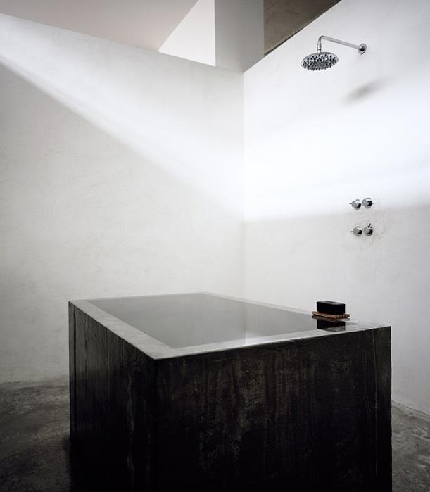 Minimalist rustic bathtub