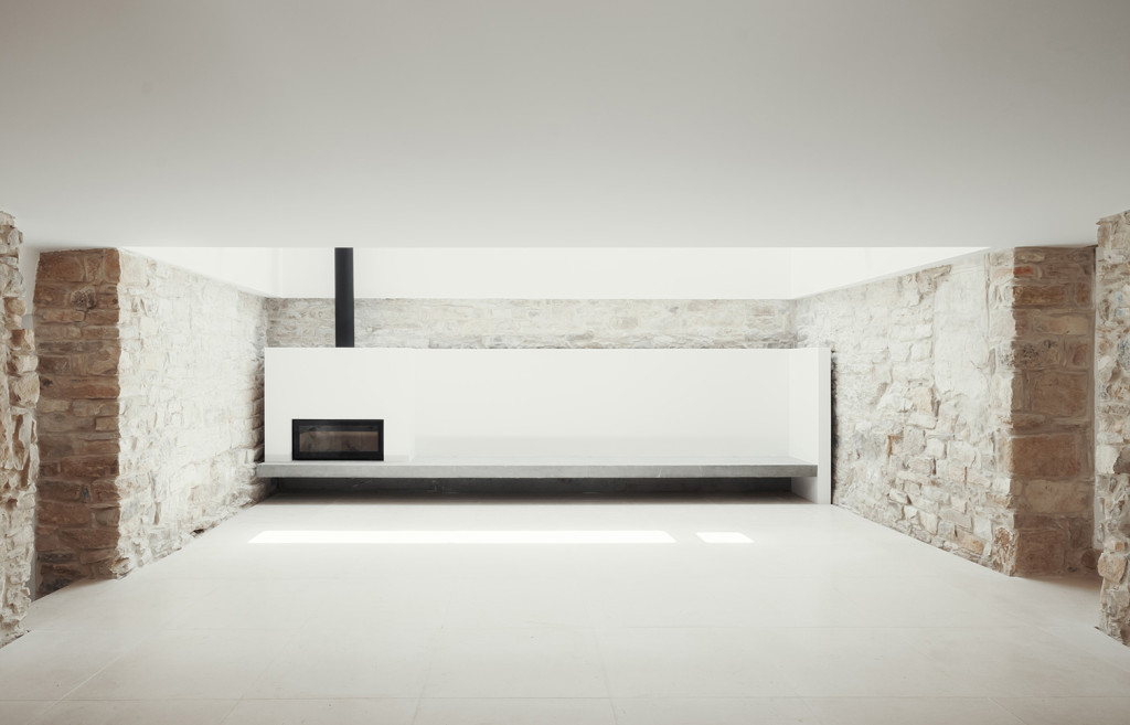 House in Janeanes by Joao Branco 07