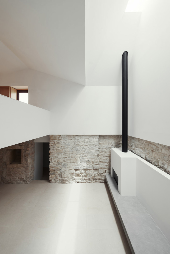 House in Janeanes by Joao Branco 08