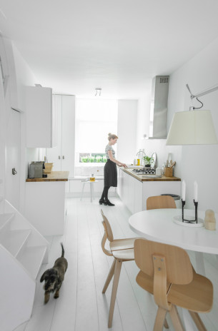 Pure White Kitchen with Oak Furniture