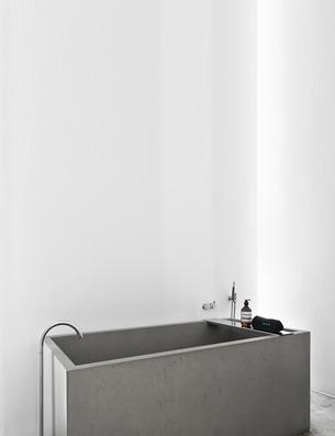 Minimalist Concrete Freestanding Bathtub and Washbasin