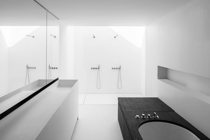 Bathroom interior by Pascal Francois Architects