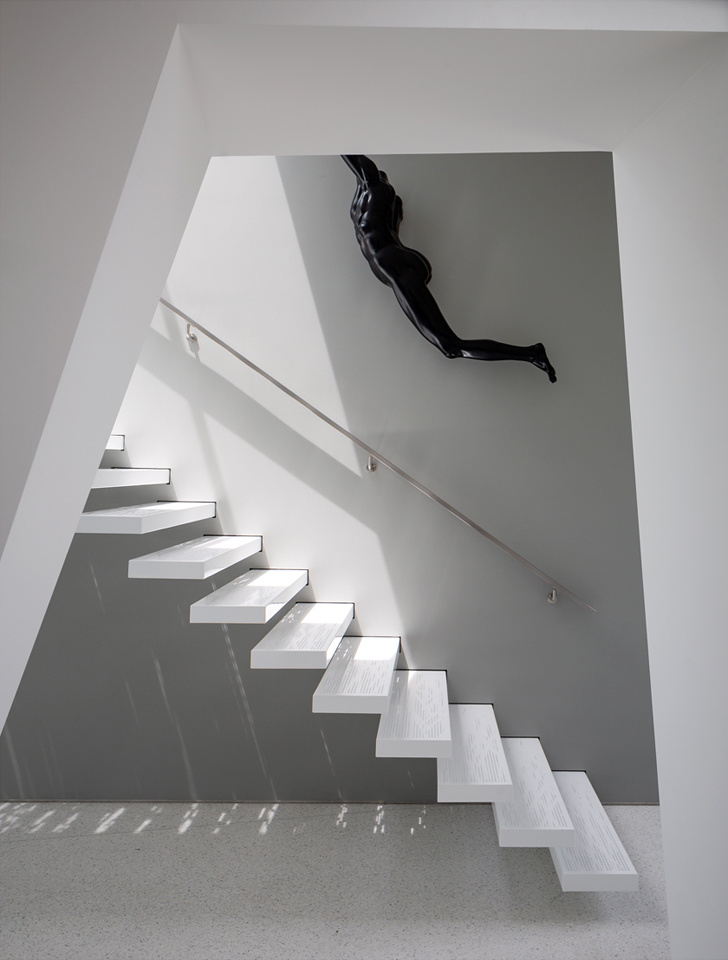 Montee Karp House Floating Staircase by Tighe Architecture 11