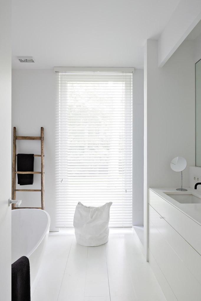 Oscar V Modern Villa Bathroom 4