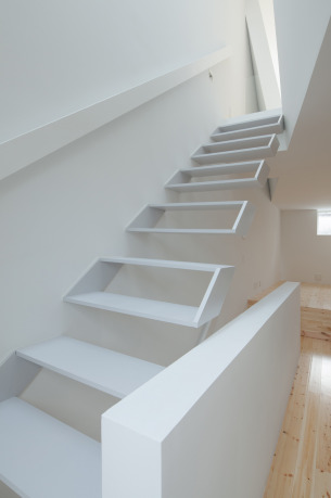 Box-shaped Floating Staircase