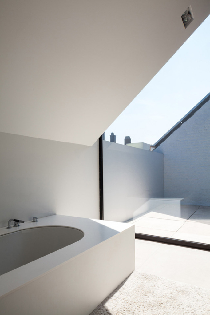Sunlight Bathroom by bruno vanbesien architect