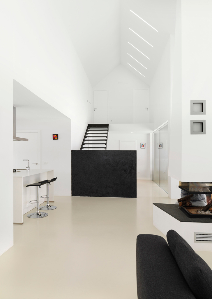 House RE by SoNo architects 6