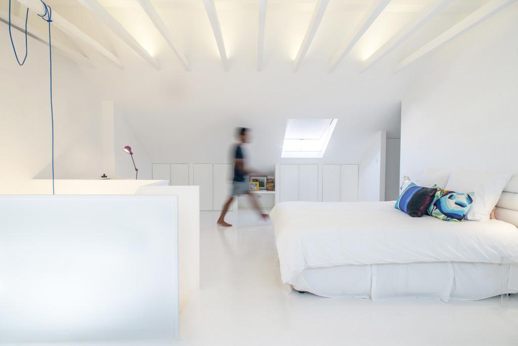 White Attic by Diogo Passarinho+Duarte Caldas