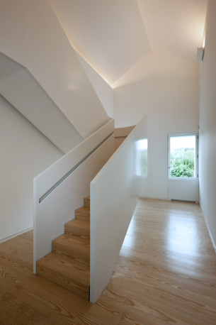 Wooden Staircase with Minimalist handrail