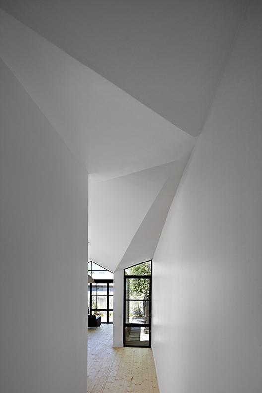 Sedimentary House by Bild Architecture 5