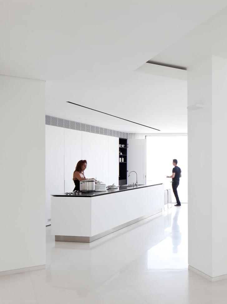 Tel Aviv Penthouse ideasgn by Pitsou Kedem Architect 1s