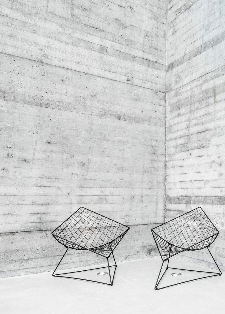 Vintage Steel Wire Chair With Concrete Wall Dream House