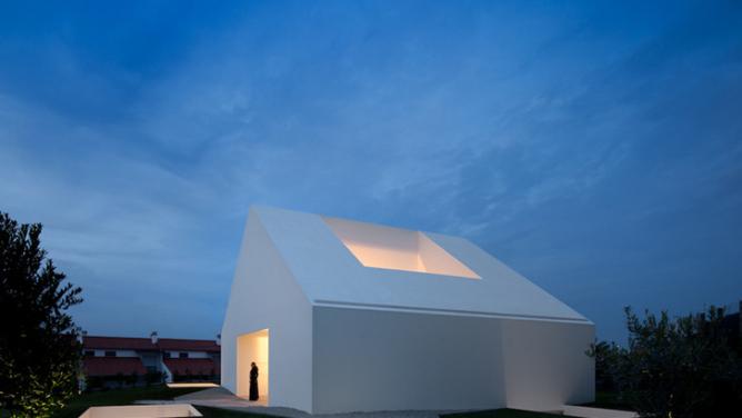 Leiria House / Aires Mateus