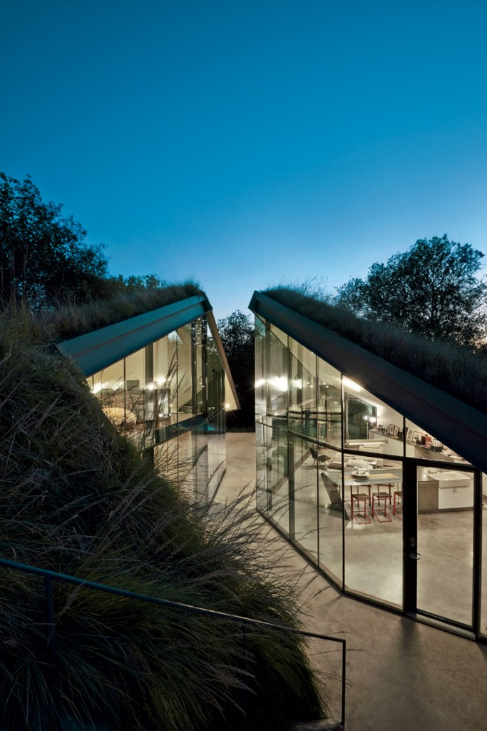Edgeland House Texas by Bercy Chen Studio 011