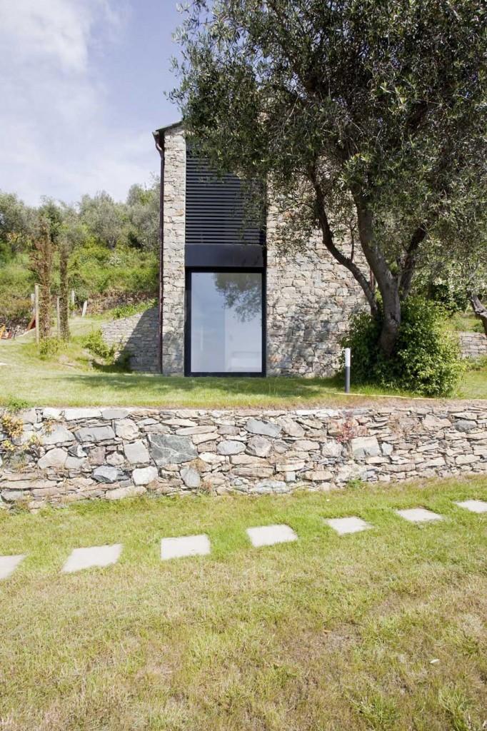 Farmhouse-Restoration-Riomaggiore-Italy-Garden-1