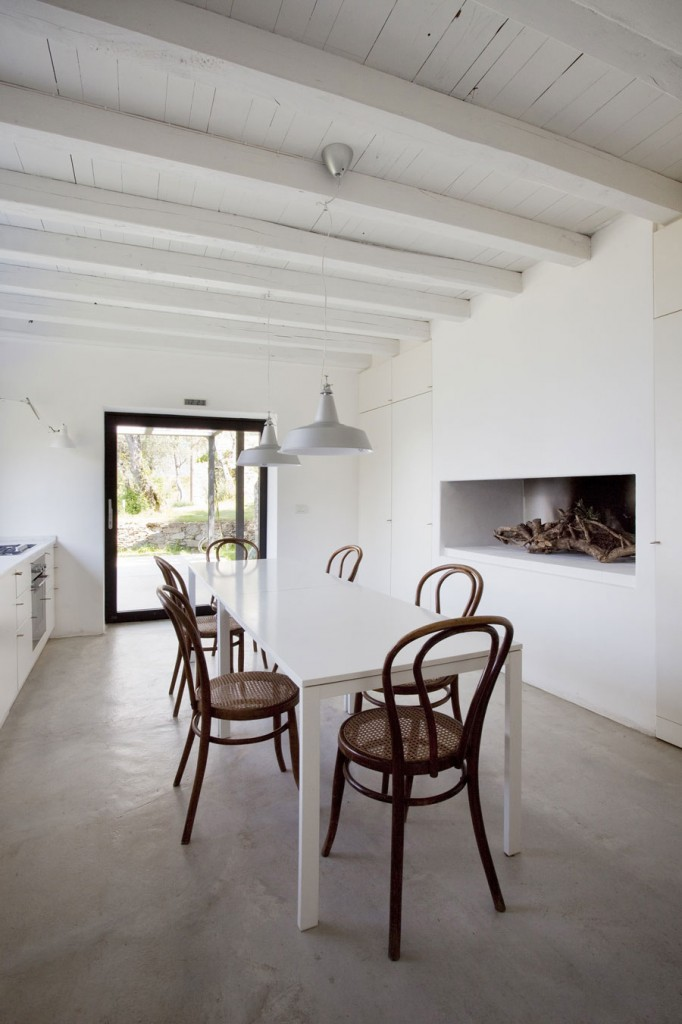 Farmhouse-Restoration-Riomaggiore-Italy-White-Dining-Table