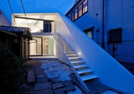Arrow House / Apollo Architects & Associates
