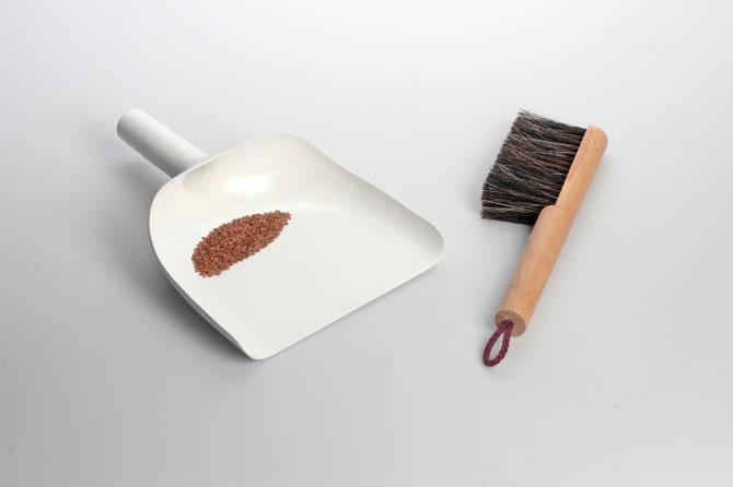 Sweeper and dustpan by Jan Kochański 002