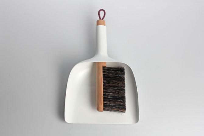 Sweeper and dustpan by Jan Kochański 004