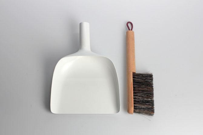 Sweeper and dustpan by Jan Kochański 005