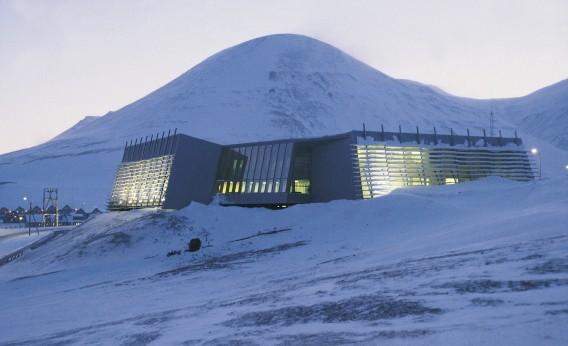 Svalbard by Jarmund Vigsnæs