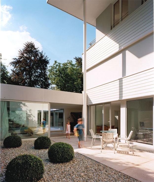 Brunner Architekten atrium house in munich by harlaching max brunner architekt 004 ideasgn