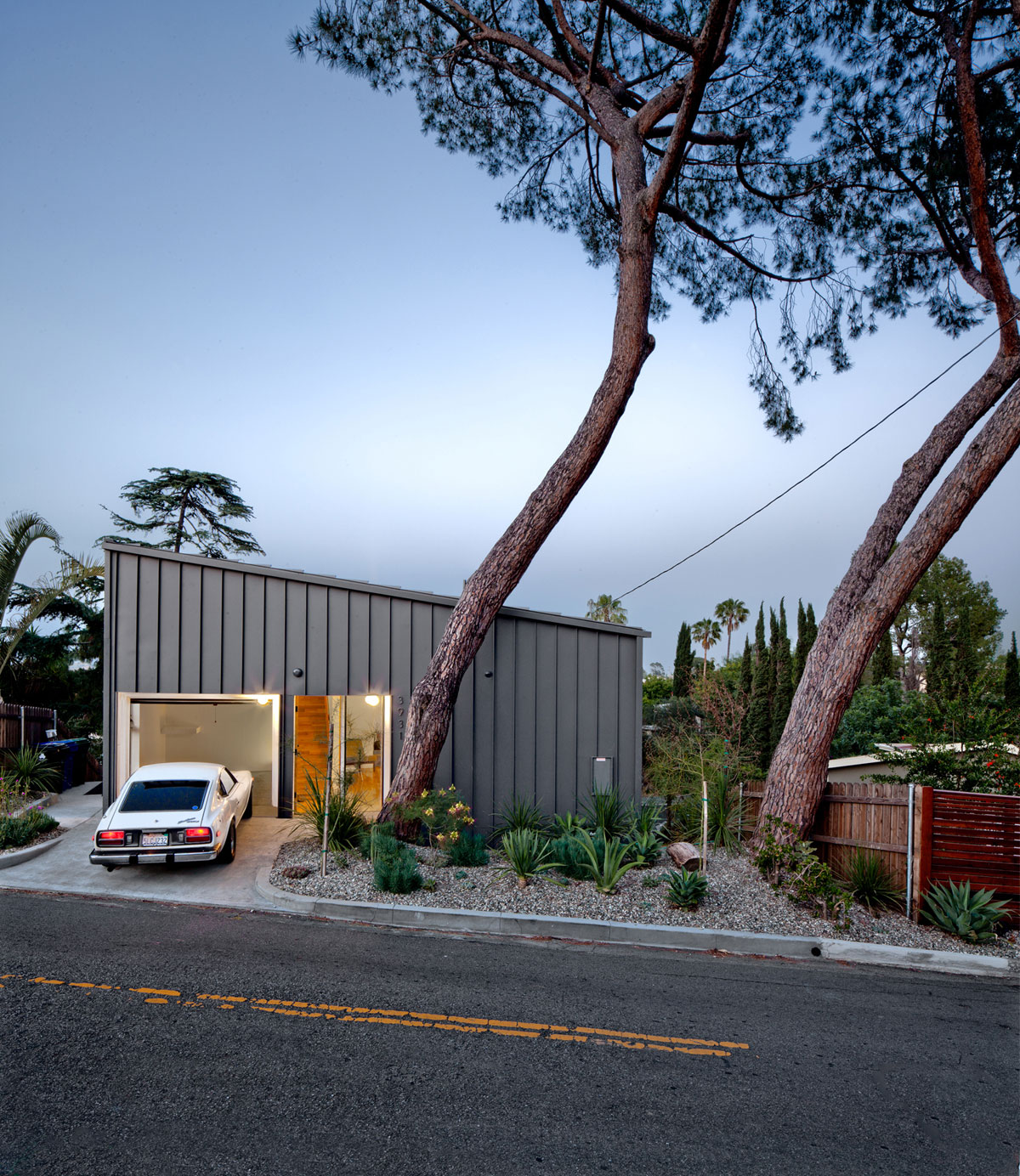 Big small house los angeles by anonymous architects 004 - Maison car park los angeles anonymous architects ...