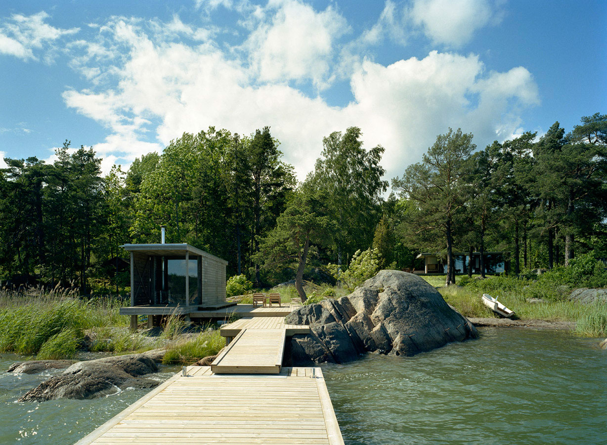 Island house arkitektstudio widjedal racki ideasgn for Waterfront cottage