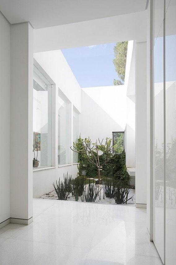 Savion House in Israel by Tsionov Vitkon Architechts 014