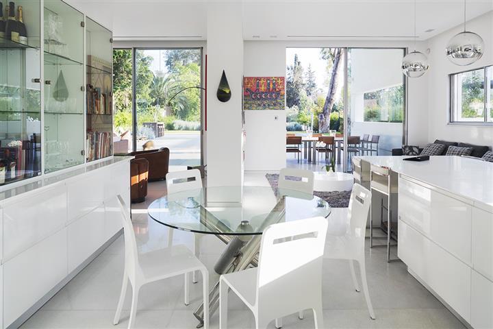 Savion House in Israel by Tsionov Vitkon Architechts 016