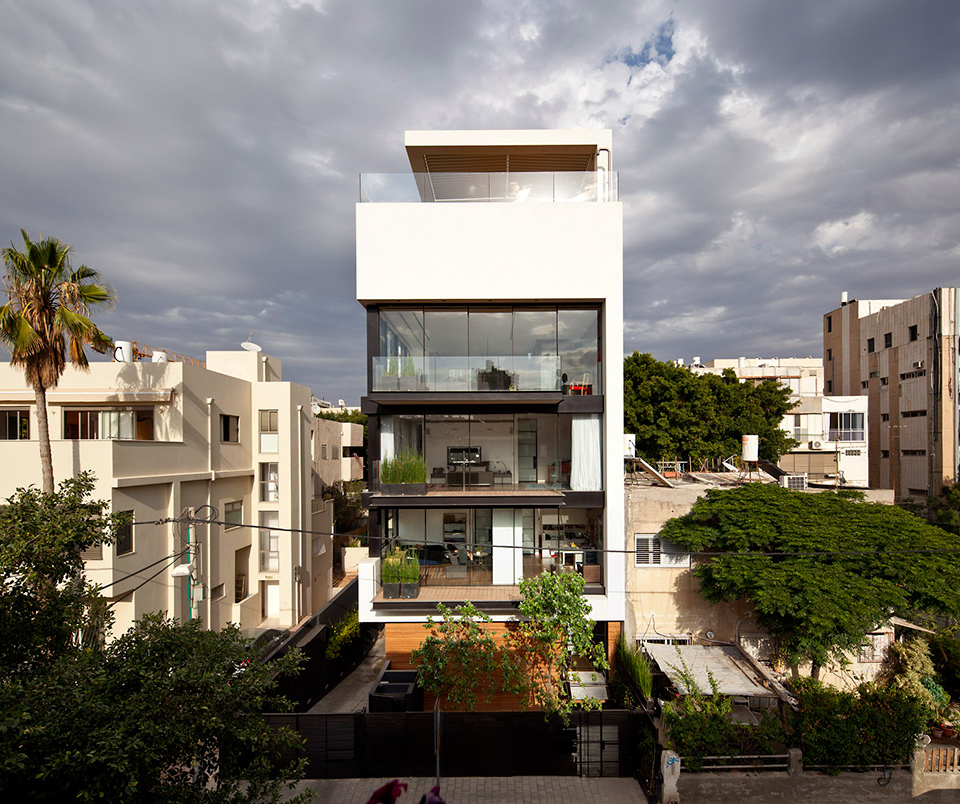 Tel aviv town house 1 pitsou kedem architect ideasgn for Townhouse architecture designs