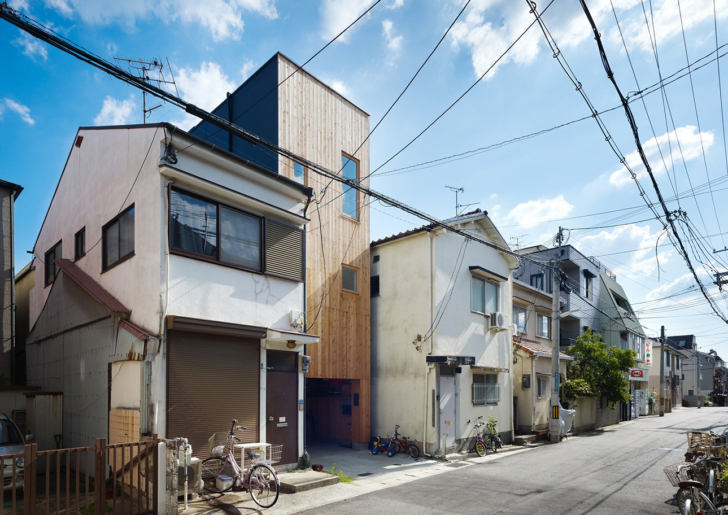 Small house in Kobe / FujiwaraMuro Architects