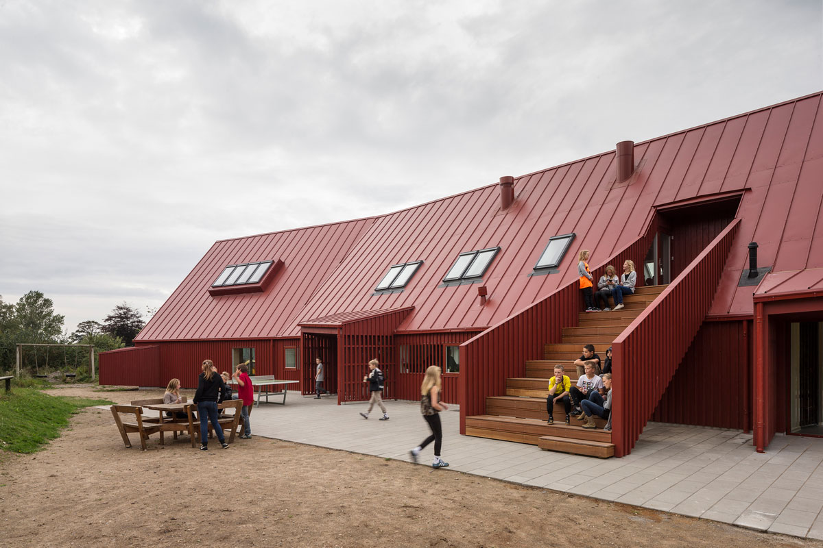 Red youth center in roskilde denmark cornelius v ge for Youth center architecture