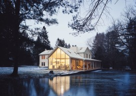 The Floating Farmhouse / Tom Givone