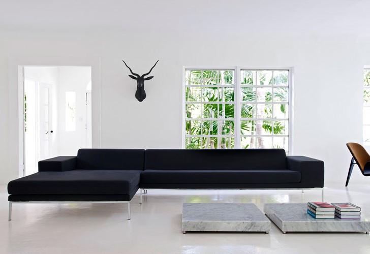 Tropical White House / Nacho Polo