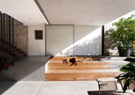 Ware house / MCK Architects