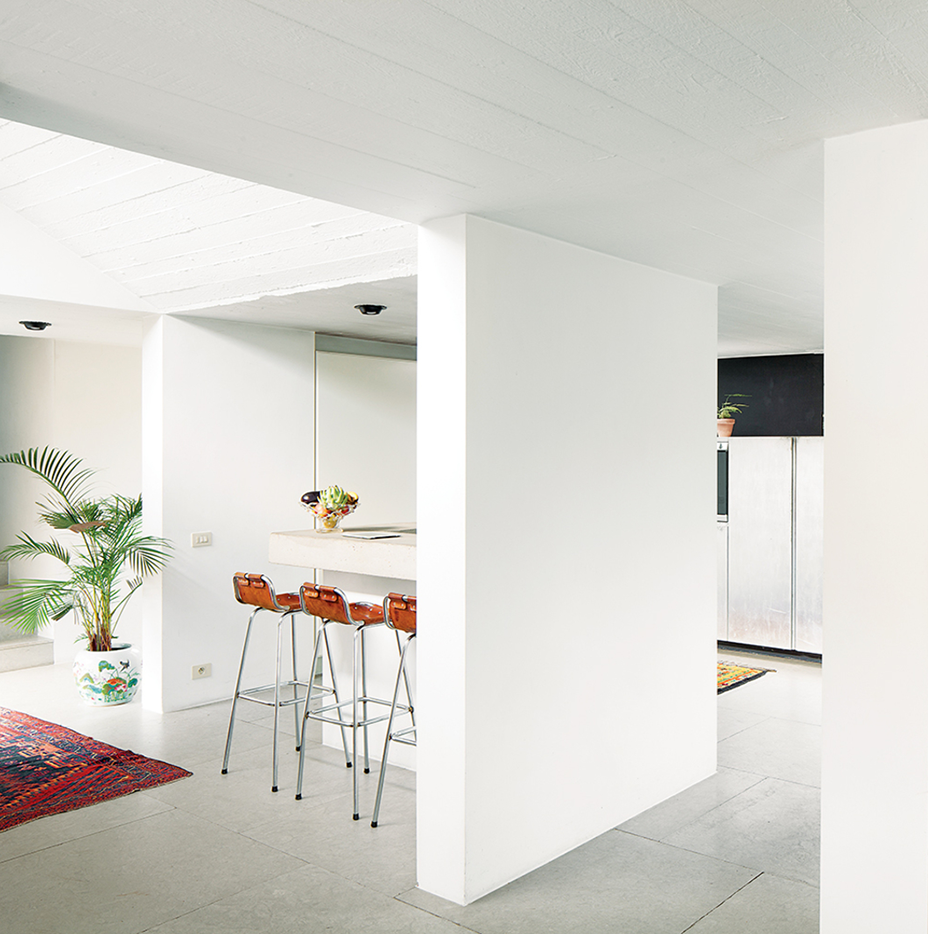 Vandemoortele Residence: A 1970s Concrete Villa Renovation