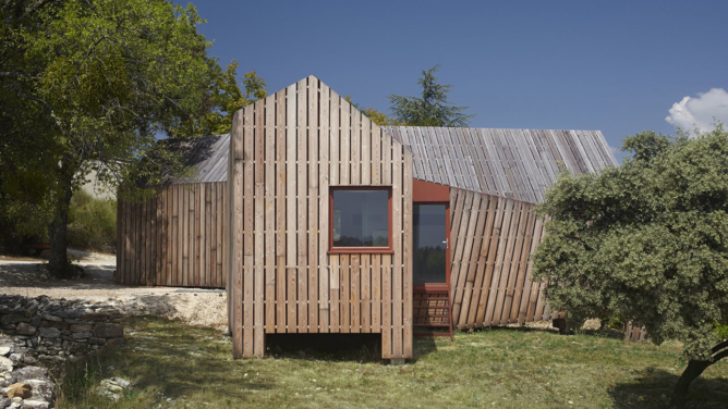 The Cabotte Winery Pavilion by h2o architectes