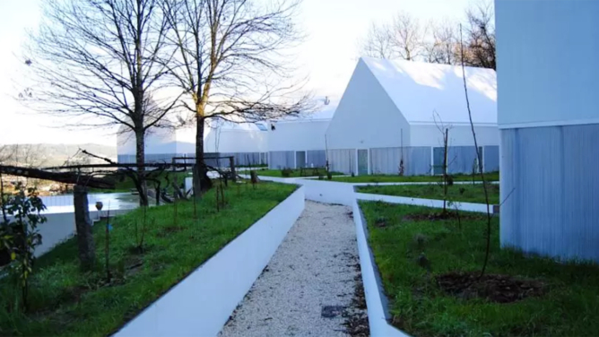 White Wolf Farm in Penafiel by AND-RÉ