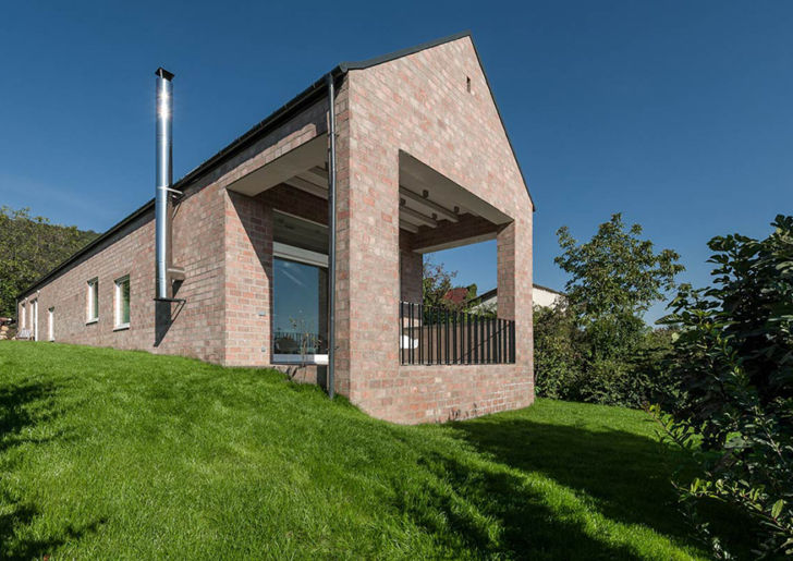 The Long Brick House by Földes Architects