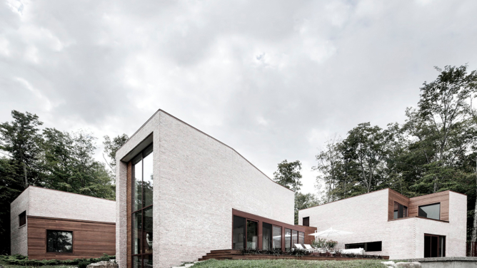 Les Elfes Brick House by Alain Carle Architecte