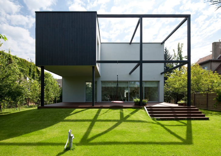 Black Cube House by KameleonLab